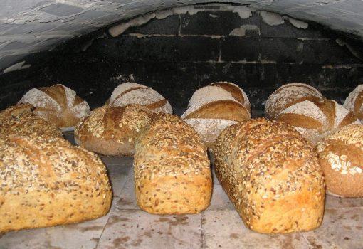 Nystekte brød i bakaromnen
